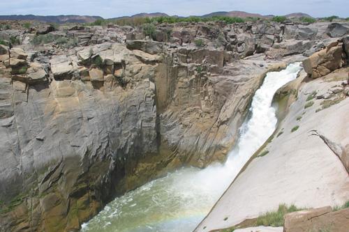 cascade et paysage d'exceptions lors de voyage en Afrique