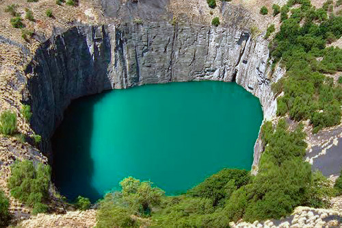 Ancienne mine de diamants et eau turquoise in south africa