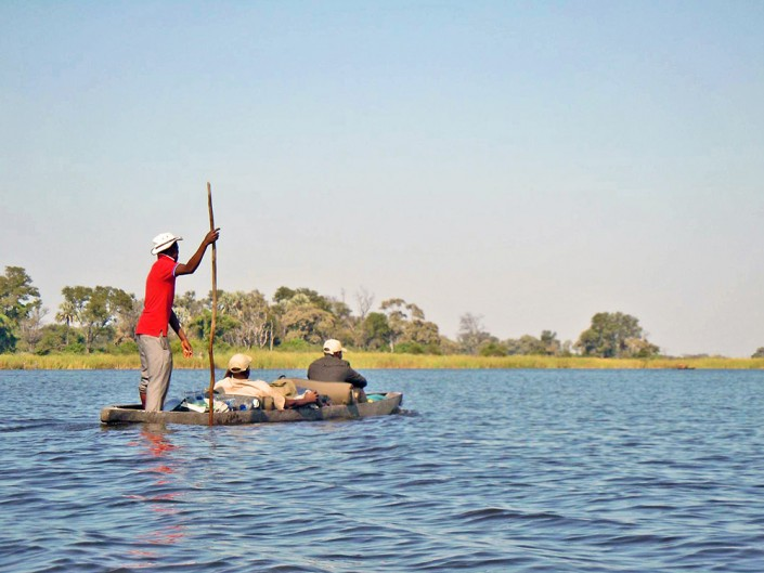 En route sur les pirogues traditionnelles ou mokoros